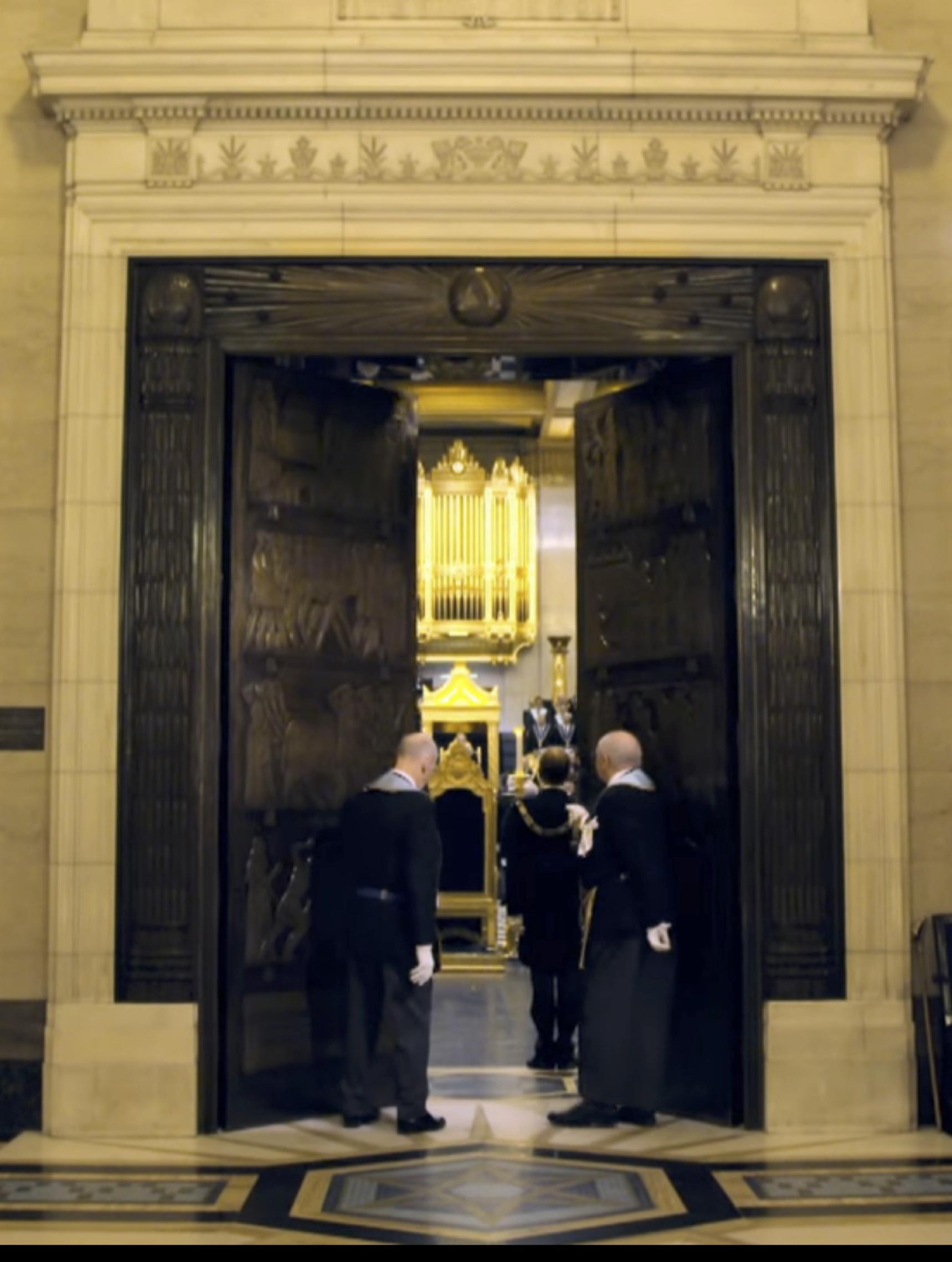Abertura Porta Grand Temple UGLE recortada